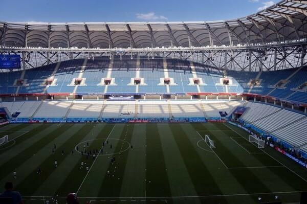 スタジアムでの前日練習風景。同時刻はピッチが日陰となるため、直射日光は回避できそうだ