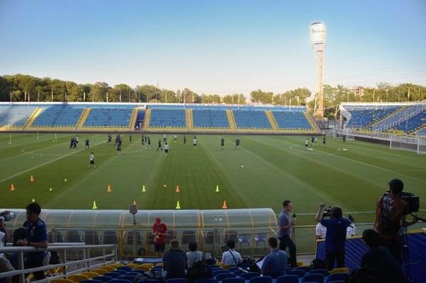 この日の日本の前日練習は、FCロストフのスタジアムで行われた。取材中、ロシアの勝利に小さな歓声が漏れる