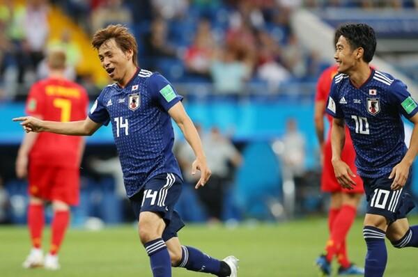 後半7分、乾(左)の追加点で日本が2−0とリードするが……