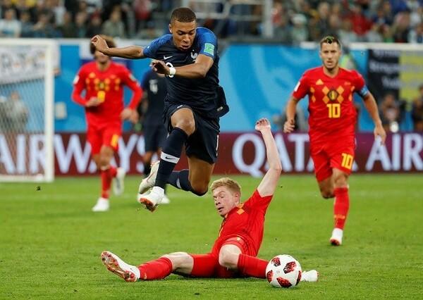 あっという間にワールドカップも準決勝。男達が全てを出し尽くす、限界まで走りぬく闘いをしっかりと見届けたい