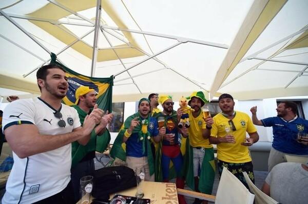 ベルギーとの準々決勝を翌日に控え、大いに盛り上がるブラジルのサポーターたち