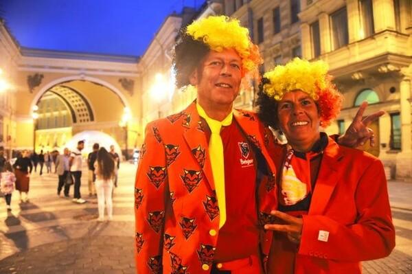 エルミタージュで出会ったベルギー人の夫婦。「ここまで来れただけでも幸せ」と笑顔で語る