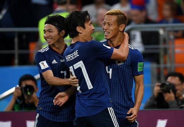 本田(右)はW杯3大会連続ゴールを達成