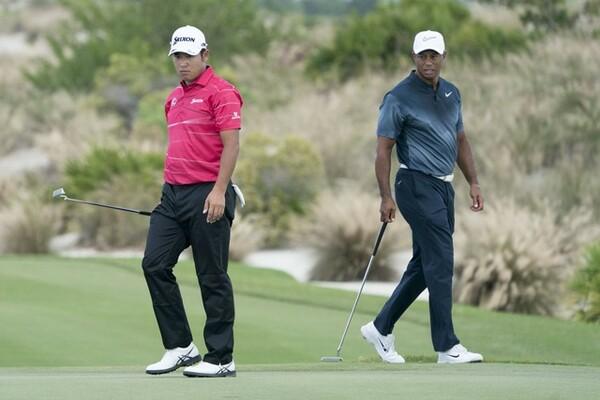 メジャー大会では初の予選同組となる松山(左)とウッズ。どんなゴルフを見せてくれるだろうか