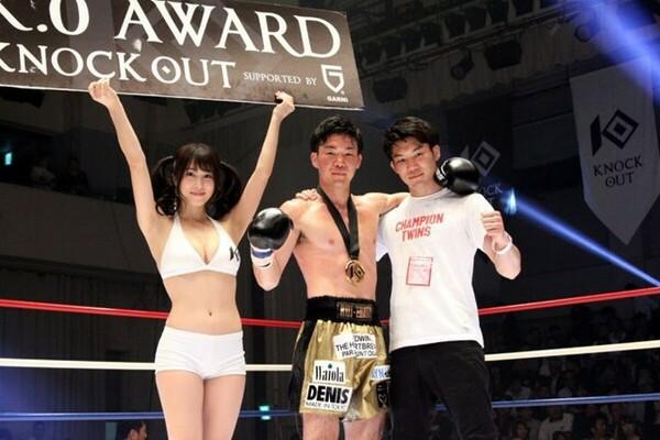 兄の睦(右)との練習も生き、狙い通りのKO勝利を飾れた
