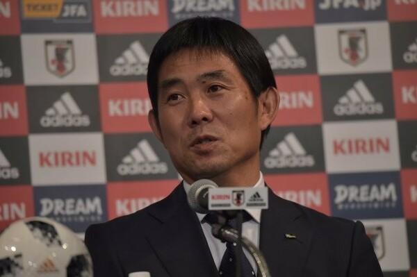 日本代表監督の就任会見に臨んだ森保一新監督