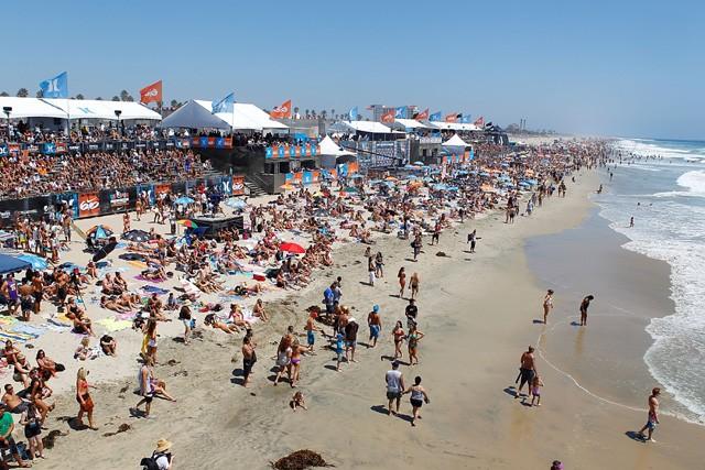 国際大会では連日多くの人が集まる。世界最大のサーフフェス「USオープン」は1日10万人が訪れるという
