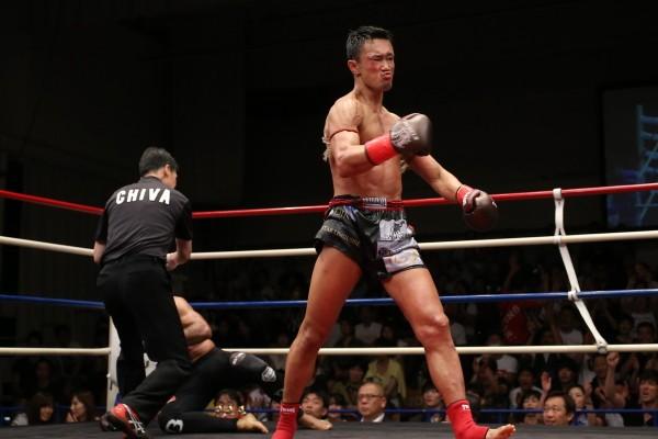 梅野源治は3回KO勝利でメインを飾った