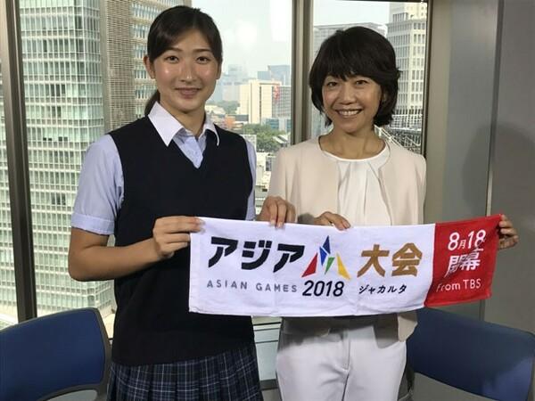 初のアジア大会出場で、メダル獲得も期待される池江璃花子(左)に、大会のキャスターを務める高橋尚子さんがインタビューを行った