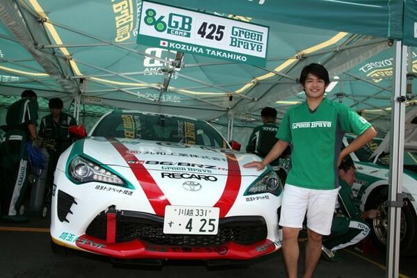 モーターレースデビューを果たした小塚選手、初戦の手応えは果たして?