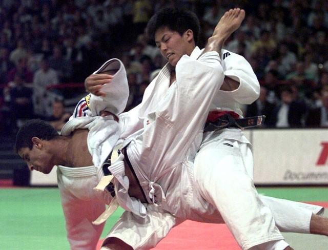 アトランタ五輪翌年の世界選手権も制し、野村忠宏(右)は名実ともに男子60kg級の頂点に立った