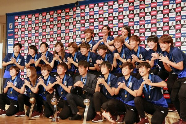 U−20女子W杯で世界一となったヤングなでしこたちが帰国会見で喜びを語った