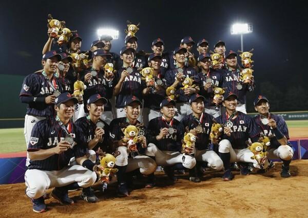 決勝ではオールプロの韓国に敗れるも、アジア大会で銀メダルを手にした侍ジャパン社会人代表