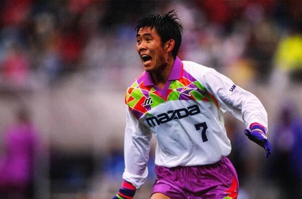 現役時代は名ボランチとして、2001年まで広島でプレーした