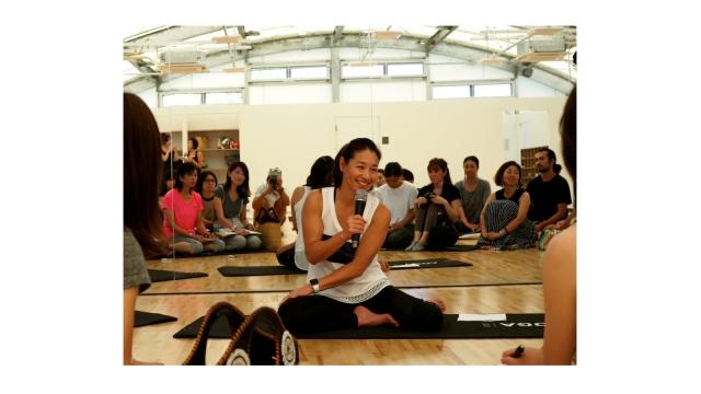 伊達公子氏がヨガ体験|自身プロデュース、ヨガやマインドフルネス瞑想も充実の多目的スタジオがオープン