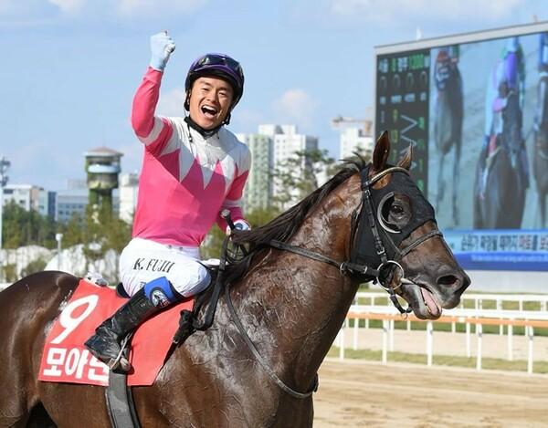 9月9日に行われた韓国競馬のGIコリアSを日本馬モーニンで制した藤井勘一郎騎手、夢はJRA騎手だ