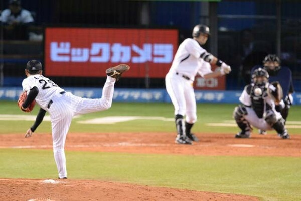 同期の小野晋吾コーチの引退セレモニーでは、福浦が打席に入り、1打席対決を繰り広げた