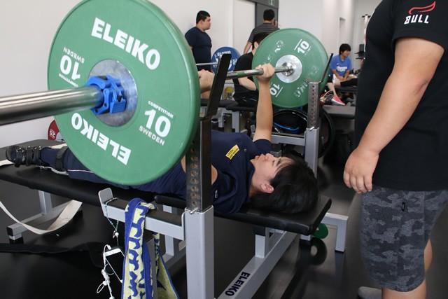 アスリート発掘プロジェクトで才能を見いだされた15歳・森崎可林。水泳から競技転向し、パラリンピック出場を目指している