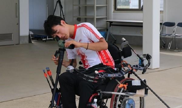 必死のリハビリの末、頚椎損傷という大きな逆境を乗り越えてきた大山。空いた時間を見つけてはアーチェリー場に向かい、練習を重ねる