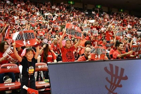 千葉ジェッツふなばしはBリーグの開幕から2年連続で観客数B1最多を記録している