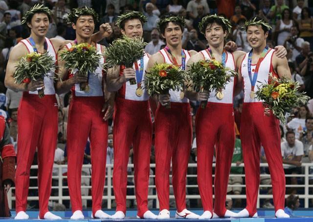 アテネ五輪の体操男子団体総合で日本は28年ぶりの金メダルを獲得した