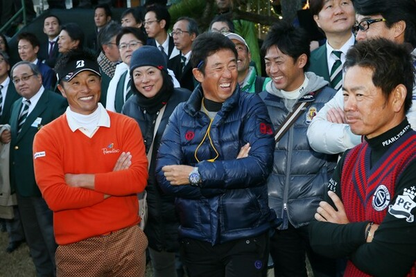 宮本勝昌プロ(左)、藤田寛之プロ(右)の師匠である芹澤信雄プロ(中央)にJTカップについて話を聞いた(写真は2014年のもの)