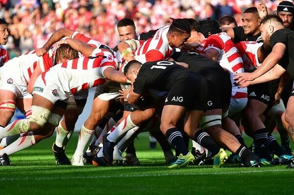 日本代表(赤と白のジャージ)は、ニュージーランド代表を相手に奮闘したが、「勝つ流れ」に持っていくことができなかった