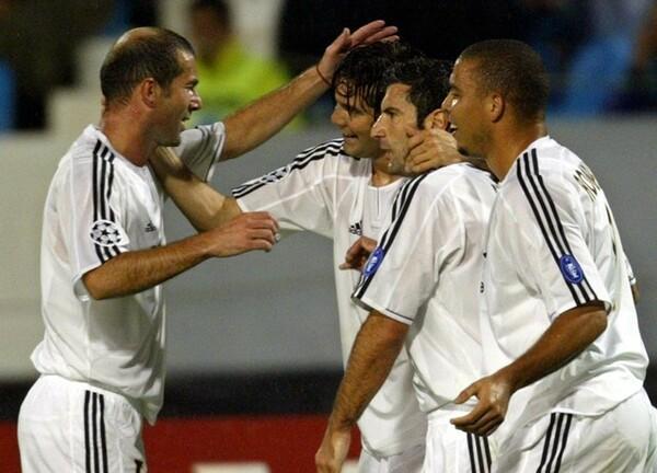 ソラーリ(写真中央)は、かつてレアルでジダン(左)らとともにプレーしていた