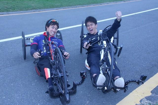 木村潤平選手(写真左)の走りを見て、武井さんは「最大級のリスペクトを送りたい」と感銘を受けていた