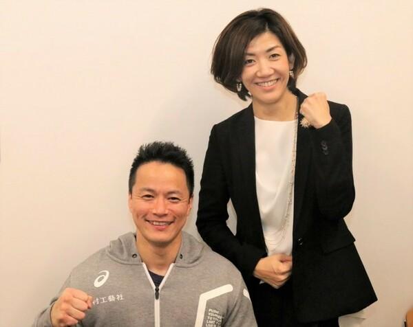株式会社乃村工藝社所属でパワーリフティングで活躍する西崎哲男さん(左)と、同社の原山麻子さんを招き、講演が行われた