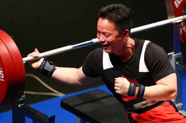 2016年1月の日本選手権、大声援にも後押しされた西崎さんは日本記録を更新する試技を見せた