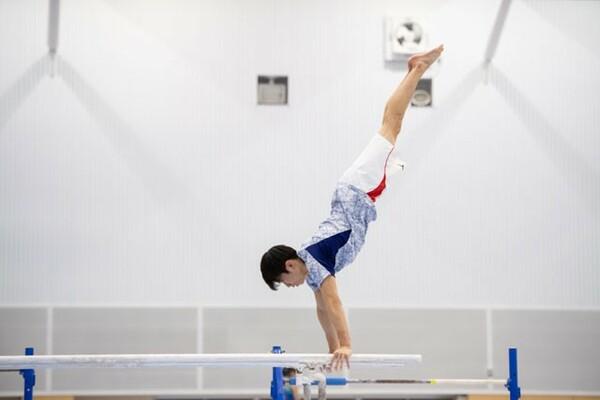 インタビュー取材は、萱和磨が日々、汗を流し、技を磨いている順天堂大学の体育館で行われた