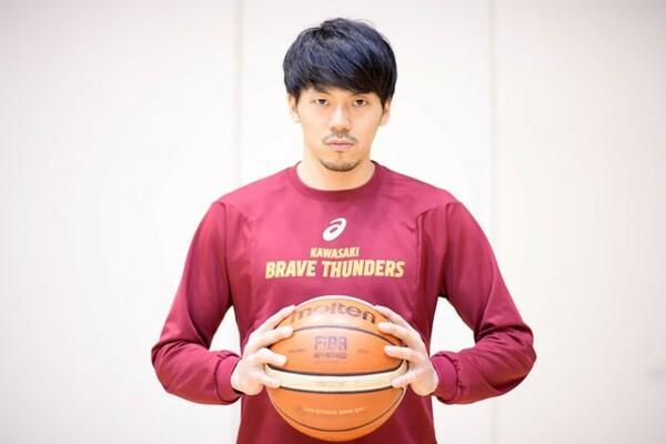 川崎ブレイブサンダースの司令塔として活躍する篠山竜青は母親も経験者というバスケ一家に育った
