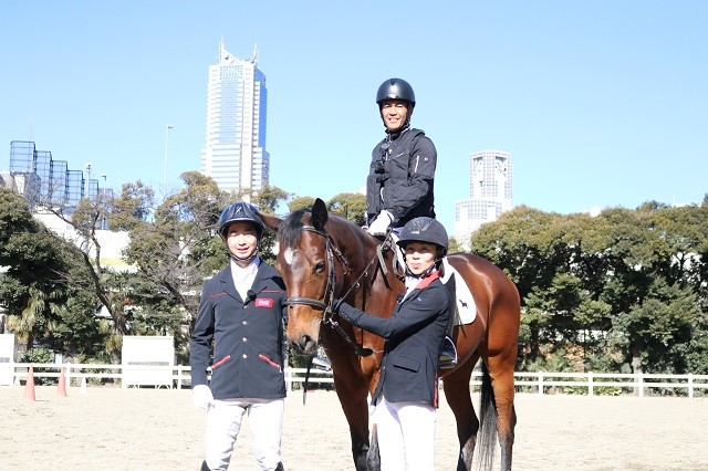 パラ選手たちの巧みな技術に、武井さん(写真中央)も「参考になりました!」と感心しきりだった