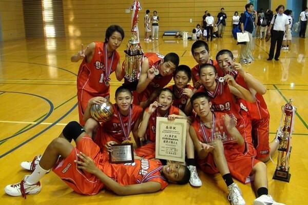 八村塁(中央下)の原点は、バスケを始めた富山市立奥田中学にある。ここから運命は大きく動き出した