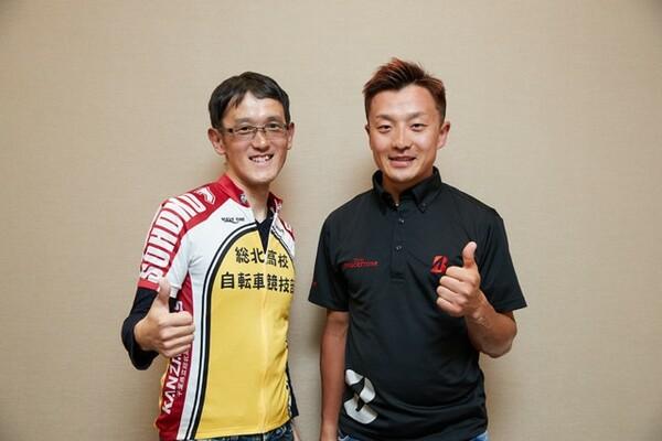 日本屈指の自転車レーサー・窪木一茂選手(右)と漫画『弱虫ペダル』作者の渡辺航先生が、共通項の自転車をテーマに熱く語り合った