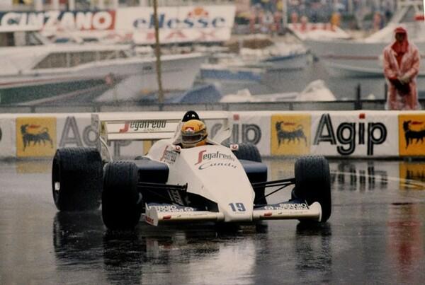 1984年にトールマンでF1デビューを果たしたセナ。初挑戦のモナコGPでいきなりの勝利を飾るかと思われた
