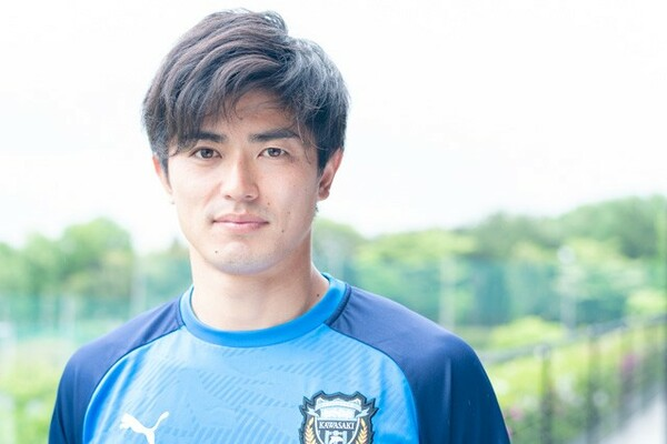 大津高校時代の恩師である平岡和徳は、小学生のときから谷口彰悟は「いい顔」をしていたと語る