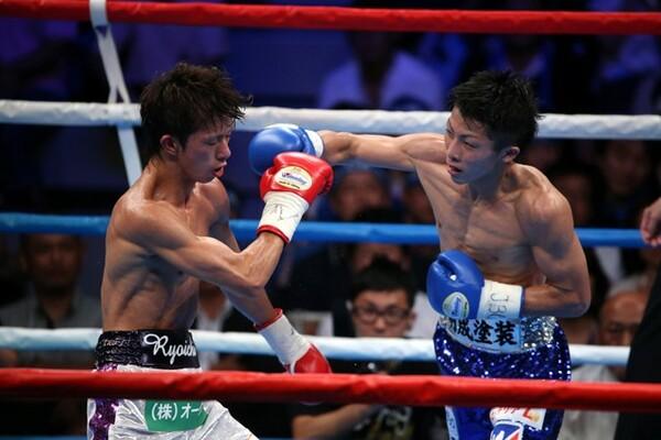 田口は3月の田中戦で受けたダメージを「井上君との試合のときもそうでした」と振り返る(写真は2013年の田口vs.井上戦のもの、左が田口)