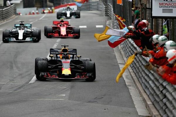 昨年のモナコGP、レッドブルのリカルドが優勝。ファステストラップもレッドブルのフェルスタッペンが記録している。相性の良いモナコGP、レッドブル・ホンダのマシンの可能性は?