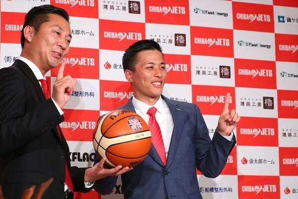 島田代表(左)はビジネス面への貢献が評価につながったとコメント