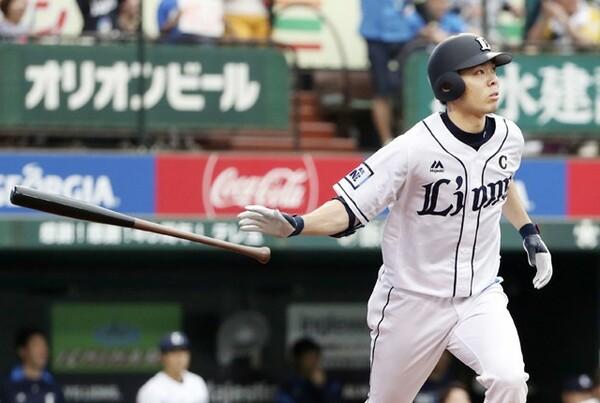パ・リーグ野手部門で選出の西武・秋山翔吾。月間打率4割超えとヒットメーカーが本領を発揮
