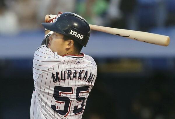 セ・リーグ新人部門で選出のヤクルト・村上宗隆。月間8本塁打を放ち、大器の片りんを見せつけている