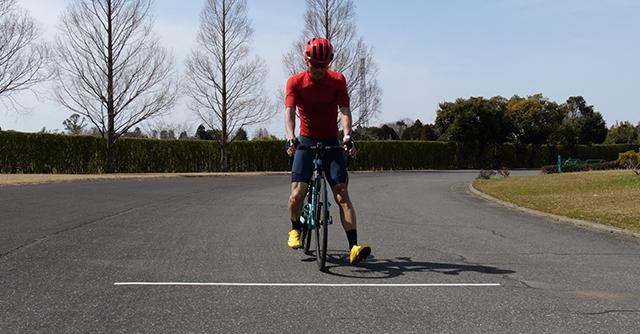 覚えておきたいロードバイクの基本テク。安全な走り方&止まり方をチェック!