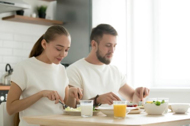 【初めての妊活】男性に知って欲しい!今すぐ見直したい食事の癖5つ