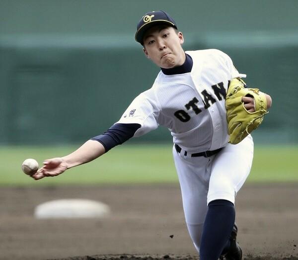 札幌大谷は下手投げの太田をはじめ、個性豊かな投手陣を擁する