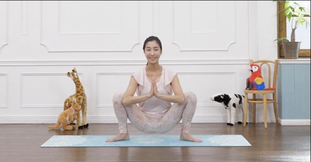 プレママ必見。股関節の柔軟性を高める「マタニティヨガ」
