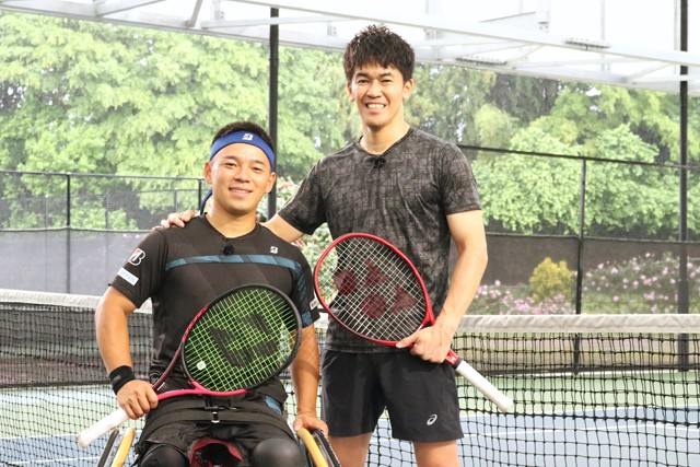 2回目の車いすテニス挑戦となった武井壮さん。今回はトップ選手のひとり、眞田卓選手と対戦した