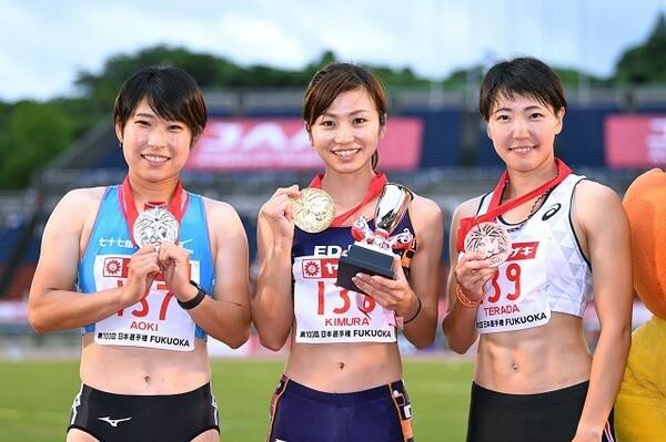 6年ぶりの日本選手権に挑んだ寺田(右)は、優勝の木村(中央)と0.02秒差の3位に入った