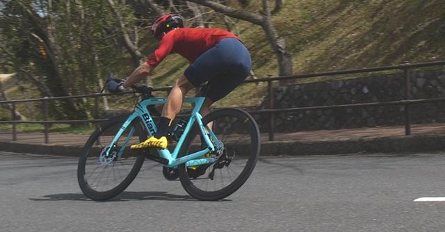 ポイントは「低重心」。ロードバイクの下りテクニックを学ぼう